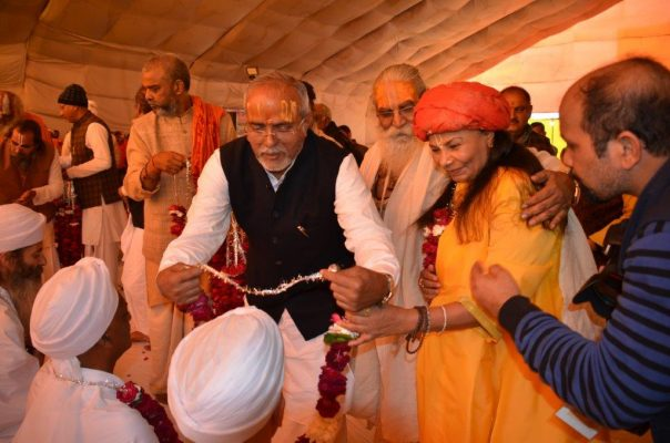Swamiji-being-garlanded-a